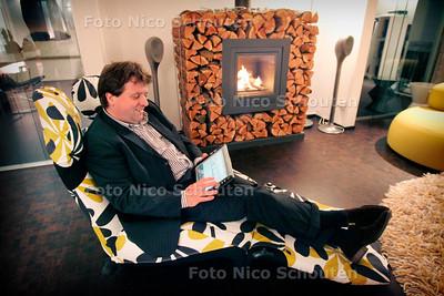 AD/HC -  Arjan Petri van interieurbureau Interne Zaken met gesprekspartner. voor Haaglandenprijs Ondernemersschap - DEN HAAG 14 NOVEMBER 2006 - FOTO NICO SCHOUTEN