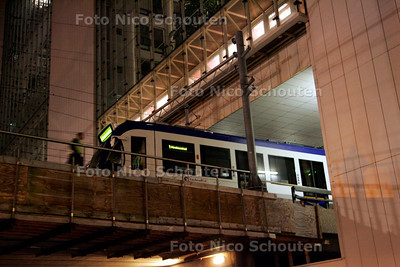 AD/HC - RANDSTADRAIL ONTSPOORD ONDER MIN V VROM - DEN HAAG3 NOVEMBER 2006 - FOTO NICO SCHOUTEN