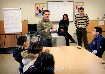 AD/HC - INSPIRATION TEAM - geeft voorlichting op het VMBO - vlnr Sezayi Zanlier, Saida Nabibaks en Samir Azahaf - DEN HAAG 10 NOVEMBER 2006 - FOTO NICO SCHOUTEN