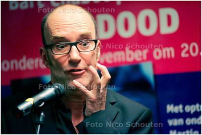 AD/HC - BART CHABOT - presenteert zijn nieuwe boek fc Dood in Paagman - DEN HAAG 2 NOVEMBER 2006 - FOTO NICO SCHOUTEN