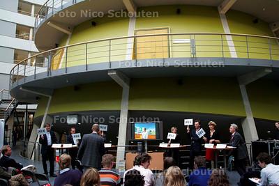 AD/HC - discussie op de Haagse Hogeschool tussen politici die verkozen willen worden en studenten - DEN HAAG 15 NOVEMBER 2006 - FOTO NICO SCHOUTEN