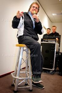 AD/HC - LEE TOWERS, LEEN HUYZER - Oefent weer voor een optreden. !!! MET SPECIALE SHOWKRUK !!! - DEN HAAG1 NOVEMBER 2006 - FOTO NICO SCHOUTEN