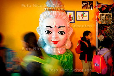 AD/HC - incarnaties van de hindoegodheid Vishnu KRISHNA op Shri Vishnu Hindoebasisschool - DEN HAAG 4 OKTOBER 2006 - FOTO NICO SCHOUTEN
