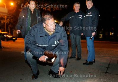 AD/HC - wethouder Rabin Baldewsingh loopt mee met het buurtinterventieteam BIT in Morgenstond - DEN HAAG 19 OKTOBER 2006 - FOTO NICO SCHOUTEN