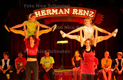 AD/HC - CIRCASO, JEUGDCIRCUS - In het voorprogramma van Circus Renz - DEN HAAG 18 OKTOBER 2006 - FOTO NICO SCHOUTEN