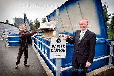 AD/HC - directeur Peter Floor van Avalex bij een van zijn afvalbrengstations op de locatie hoofdkantoor Hoornwijk - RIJSWIJK10 OKTOBER 2006 - FOTO NICO SCHOUTEN