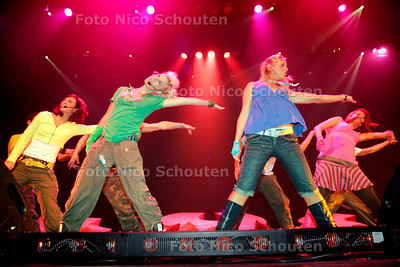 AD/HC - De populaire meidengroep KUS treedt op voor bomvolle zaal met kids in Stadstheater - ZOETERMEER 23 OKTOBER 2006 - FOTO NICO SCHOUTEN