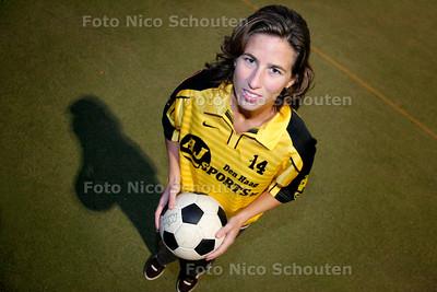 AD/HC - korfbalster Myrthe van Iterson, Die Haghe - DEN HAAG 4 OKTOBER 2006 - FOTO NICO SCHOUTEN