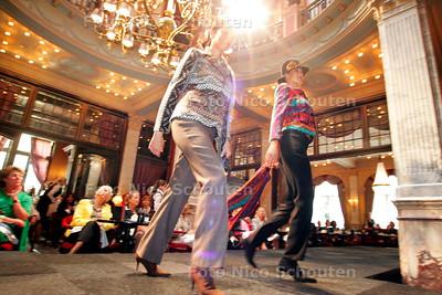 AD/HC - MODESHOW IN HOTEL DES INDES - DEN HAAG 18 SEPTEMBER 2006 - FOTO NICO SCHOUTEN