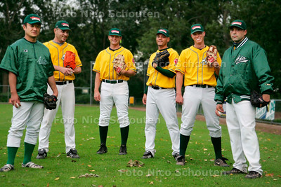 AD/HC - HONKBAL, ADO-werpers vlnr: Akira Okamoto, Rob Cordemans, Alex smith, Robin van Doornspeek, Jurrian Koks en Jimmy Summers - DEN HAAG 5 SEPTEMBER 2006 - FOTO NICO SCHOUTEN