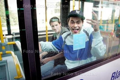 AD/HC - Gianni Tjon Tam pau is extreem hard aangepakt door de politie toen hij vanuit een bus een gekke bek trok en zwaaide naar agenten. De agenten zagen een middelvinger en grepen in... - DEN HAAG 29 SEPTEMBER 2006 - FOTO NICO SCHOUTEN