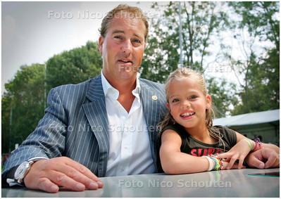 AD/HC - Robbert-Jan Brugman van Deurwaarderskantoor Bazuin en Partners, rechts dochter Eva-Luna - DEN HAAG 25 AUGUSTUS 2007 - FOTO NICO SCHOUTEN