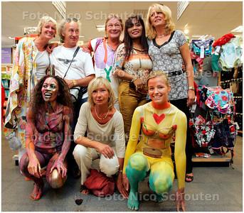 AD/HC - BDYPAINTEN IN DE HEMA - bij verhaal Leo van der Velde - WASSENAAR 25 AUGUSTUS 2007 - FOTO NICO SCHOUTEN