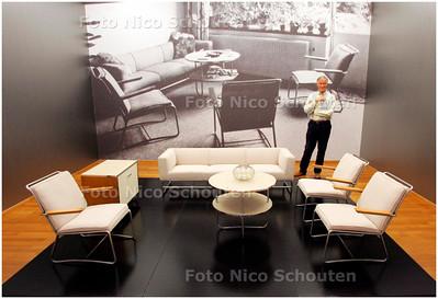 AD/RD - Titus Eliëns, conservator Gemeente Museum. Expositie Volmaakt Verchroomd. Rotterdamse stoelen uit de jaren 30 - DEN HAAG 30 AUGUSTUS 2007 - FOTO NICO SCHOUTEN
