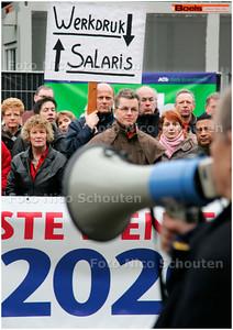 AD/HC - demonstratie schooldirecteuren en docenten van haagse scholen - DEN HAAG 12 DECMBER 2007 - FOTO NICO SCHOUTEN