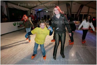 AD/HC - Annamarie Thomas opent schaatsbaan Snowworld - ZOETERMEER 20 DECEMBER 2007 - FOTO NICO SCHOUTEN