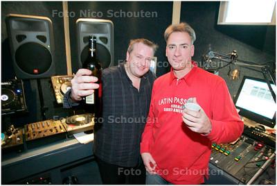 AD/HC -  Fresh FM viert 25-jarig bestaan van Flitsende 50 - De twee presentatoren: de huidige vanaf 1990 Peter van Leeuwen (l) en oprichter Ron Mc Donald van 1983 tot 1990 - ZOETERMEER 29 DECEMBER 2007 - FOTO NICO SCHOUTEN