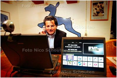AD/HC - HGC LOTING EUROPA-CUP VIA WEB-CAM - HGC-trainer Paul van Ass achter de web-cam - WASSENAAR 19 DECEMBER 2007 - FOTO NICO SCHOUTEN