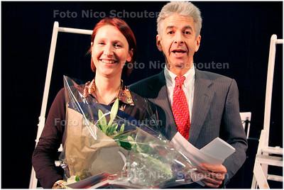 AD/HC - Minister Plasterk en het 100.00ste lid vd ssegbroek bieb - DEN HAAG 7 DECEMBER 2007 - FOTO NICO SCHOUTEN