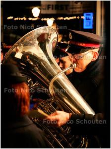 AD/HC - Kaarsjesavond in de Dorpsstraat, leger des heils - ZOETERMEER 11 DECEMBER 2007 - FOTO NICO SCHOUTEN