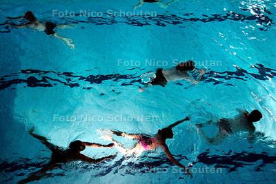 AD/HC - recreatie-zwemmen in zwembad Zuiderpark bij verhaal over al dan niet gescheiden zwemmen - DEN HAAG 20 FEBRUARI 2007 - FOTO NICO SCHOUTEN