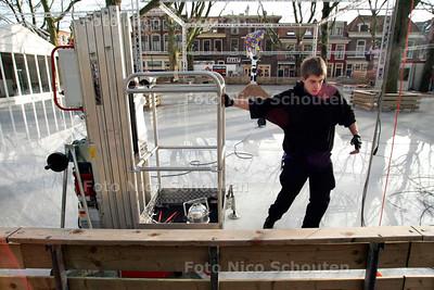 AD/HC - IJSBAAN BEESTENMARK WORDT AFGEBROKEN - DELFT 8 JANUARI 2007 - FOTO NICO SCHOUTEN