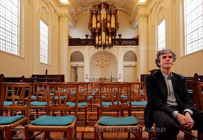 AD/HC - Jan-Willem van de Velde gaat Hagenaars oases van rust aanbieden in de kerken. Hier in ruststand in de Oude Katholieke Kerk - DEN HAAG 19 JANUARI 2007 - FOTO NICO SCHOUTEN