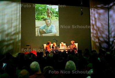 AD/HC - WINTERNACHTEN - In de kleine zaal: Vrouwen op otdekkingsreis: met (vrnl) Ineke Holtwijk, Bert Paasman en Karin Anema (gespereksleiding Paul van der Gaag) - DEN HAAG 13 JANUARI 2007 - FOTO NICO SCHOUTEN