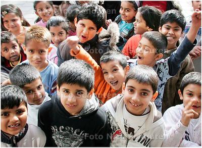 AD/HC - gezonde kindertjes op de hindoeschool, VELUWEPLEIN - DEN HAAG 22 MAART 2007 - FOTO NICO SCHOUTEN
