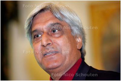 AD/HC - A. Bhalotra Stedenbouwkundige tijdens presentatie van plan nieuwe ambassade Amerika te Wassenaar - WASSENAAR 14 MEI 2007 - FOTO NICO SCHOUTEN