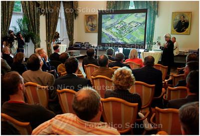 AD/HC - presentatie van plan nieuwe ambassade Amerika te Wassenaar - WASSENAAR 14 MEI 2007 - FOTO NICO SCHOUTEN