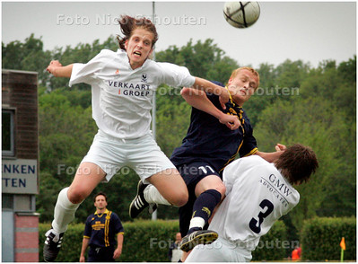 AD/HC - Voetbalwedstrijd (HC Cup) Haaglandia-Quick - kopduel in het strafschopgebied van Quick - RIJSWIJK 8 MEI 2007 - FOTO NICO SCHOUTEN
