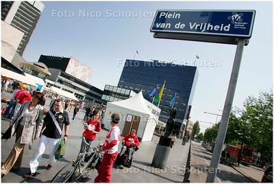 """AD/HC - VRIJHEIDS FESTIVAL - Voor een dag is het spuiplein omgedoopt tot """"Plein van de Vrijheid"""" - DEN HAAG 5 MEI 2007 - FOTO NICO SCHOUTEN"""