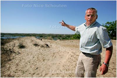 AD/HC - DUINWACHTER HANS LUCAS - is blij met de droogte - WASSENAAR 2 MEI 2007 - FOTO NICO SCHOUTEN
