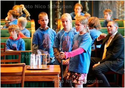 AD/HC - groep 8 van basisschool de Schakel debateertl in de Eerste kamer - DEN HAAG 9 NOVEMBER 2007 - FOTO NICO SCHOUTEN