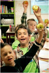 AD/HC - GEZOND ONTBIJT OP BASISSCHOOL DE BUUT - ZOETERMEER 7 NOVEMBER 2007 - FOTO NICO SCHOUTEN