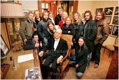 AD/HC - Acteurs van het Nationale Toneel brengen een bezoek aan het Louis Couperusmuseum - In de stoel zit Louis Couperus achter zijn bureau - DEN HAAG 9 NOVEMBER 2007 - FOTO NICO SCHOUTEN