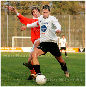 AD/HC - voetbalwedstrijd Die Haghe-JAC  - Speler van Jac gaat uithalen op het doel maar schiet tegen een speler van jac - DEN HAAG 17 NOVEMBER 2007 - FOTO NICO SCHOUTEN