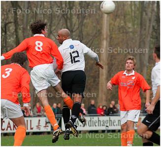 AD/HC - voetbalwedstrijd Die Haghe-JAC  - kopduel - DEN HAAG 17 NOVEMBER 2007 - FOTO NICO SCHOUTEN