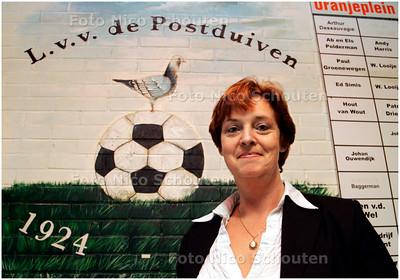 AD/HC - Sonja Wijnmalen, voorzitter van voetbalverenging De Postduiven - DEN HAAG 3 OKTOBER 2007 - FOTO NICO SCHOUTEN