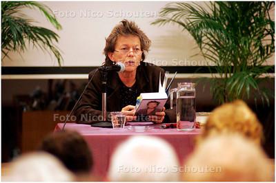 AD/HC - Schrijfster Connie Palmen leest voor in Hoofdbibliotheek Zoetermeer - ZOETERMEER 3 OKTOBER 2007 - FOTO NICO SCHOUTEN