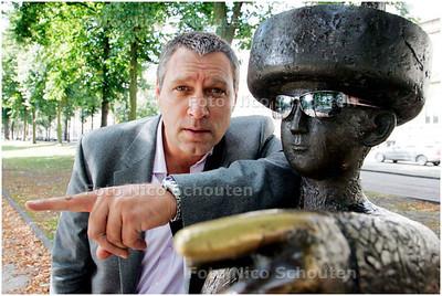 AD/HC - SJAAK BRAL - bij haagse Jantje - DEN HAAG 3 SEPTEMBER 1 SEPTEMBER 2007 - FOTO NICO SCHOUTEN