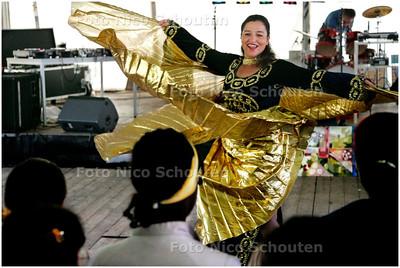AD/HC - Dag van Palenstein met allerlei activiteiten - buikdanseres Radia zet haar beste beentje voor - ZOETERMEER 8 SEPTEMBER 2007 - FOTO NICO SCHOUTEN
