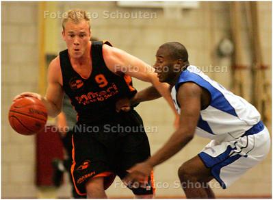 AD/HC - Basketballer Leon de Gee (L), Zoebas - ZOETERMEER 11 SEPTEMBER 2007 - FOTO NICO SCHOUTEN
