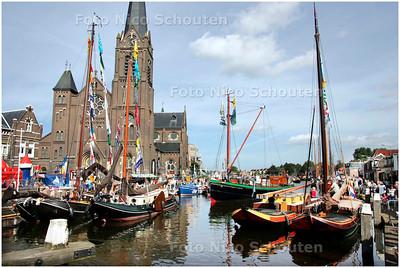 AD/HC - historische boten bij de sluis van Leidschendam - LEIDSCHENDAM 15 SEPTEMBER 2007 - FOTO NICO SCHOUTEN