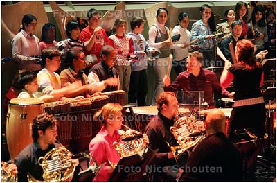 AD/HC - Schoolkinderen maken muziek met residentie orkest - DEN HAAG 4 APRIL 2008 - FOTO NICO SCHOUTEN