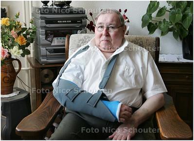AD/HC - Joop Warnaar (78) afgerost door Nijlgans - DEN HAAG 9 APRIL 2008 - FOTO NICO SCHOUTEN
