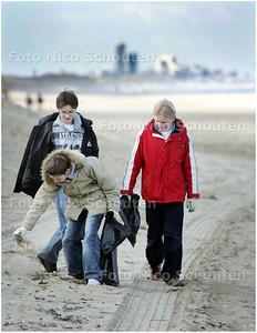 kinderen ruimen strand op 3