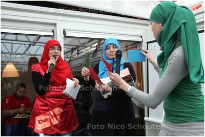 AD/HC - Opening eetkeet in Palenstein met de Meiden van Halal - ZOETERMEER 10 APRIL 2008 - FOTO NICO SCHOUTEN