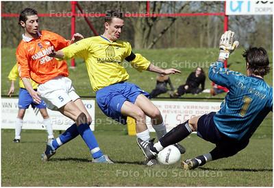 AD/HC - voetbalwedstrijd DWO - Alphia - dwo scoort hier niet - ZOETERMEER 12 APRIL 2008 - FOTO NICO SCHOUTEN